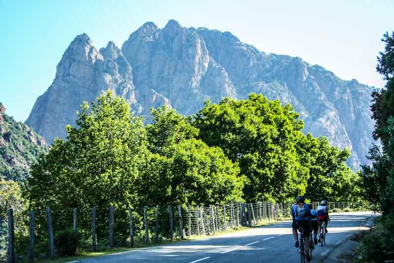 https://bcyclet.com/wp-content/uploads/2020/02/bike-tour-corsica-44.jpg